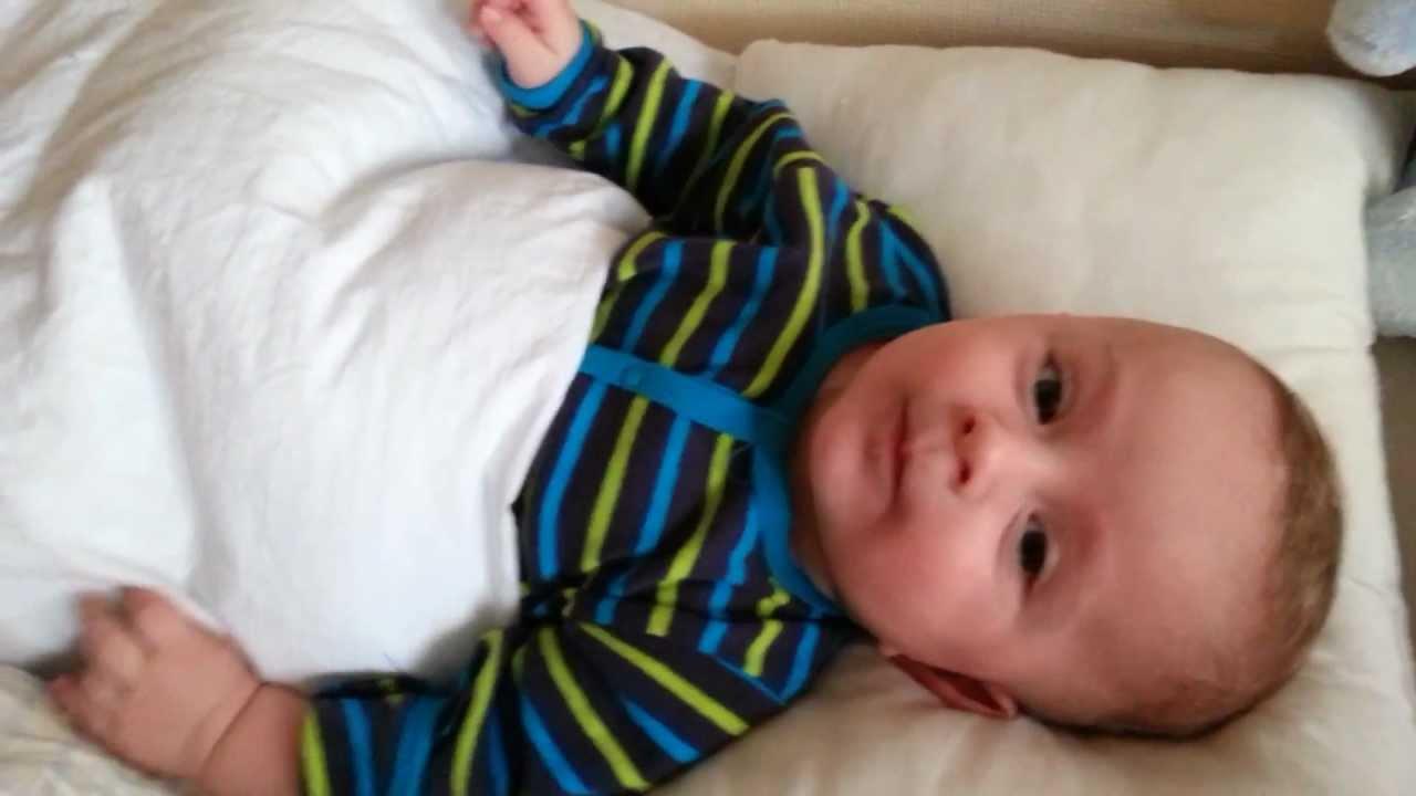 lionel talking 4 months baby /lionel pratar 4 månader bebis - youtube
