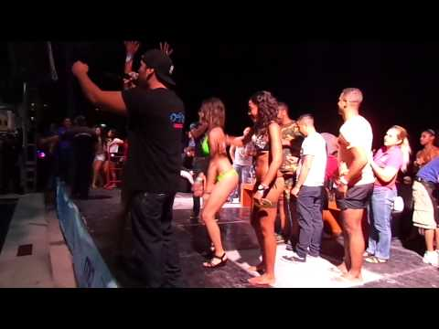 Cancun nightly bikini contest la boom