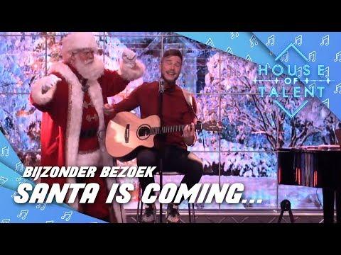 De artiesten zingen hun kerstlied voor de kerstman!