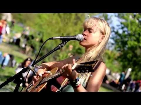 Alice Phoebe Lou - Bang Bang