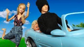 У БАРБИ УГНАЛИ МАШИНУ С ДЕТЬМИ И СОБАКАМИ Играем в куклы