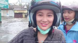 VIDEO Gadis Cantik Terjebak Banjir Rob di Kaligawe Semarang