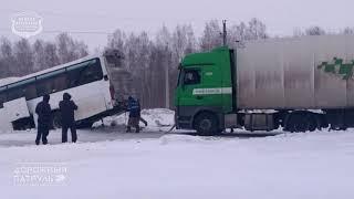 22.12.2018 Ачинск. АЗС Роснефть. Автобус не справился с управлением