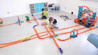 ПОЛ ЭТО ЛАВА. Челлендж с МАШИНКАМИ игрушками Хот Вилс. The Floor Is Lava Hot Wheels Toys Challenge.