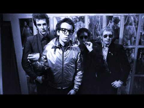 Elvis Costello & The Attractions - Radio Radio (Peel Session)