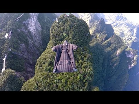 Feel the thrill! Watch wingsuit flying championship in central China