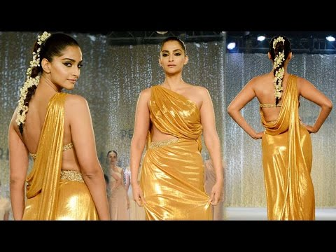 Sonam Kapoor's ramp Walk | Pernia Qureshi's Fashion Show