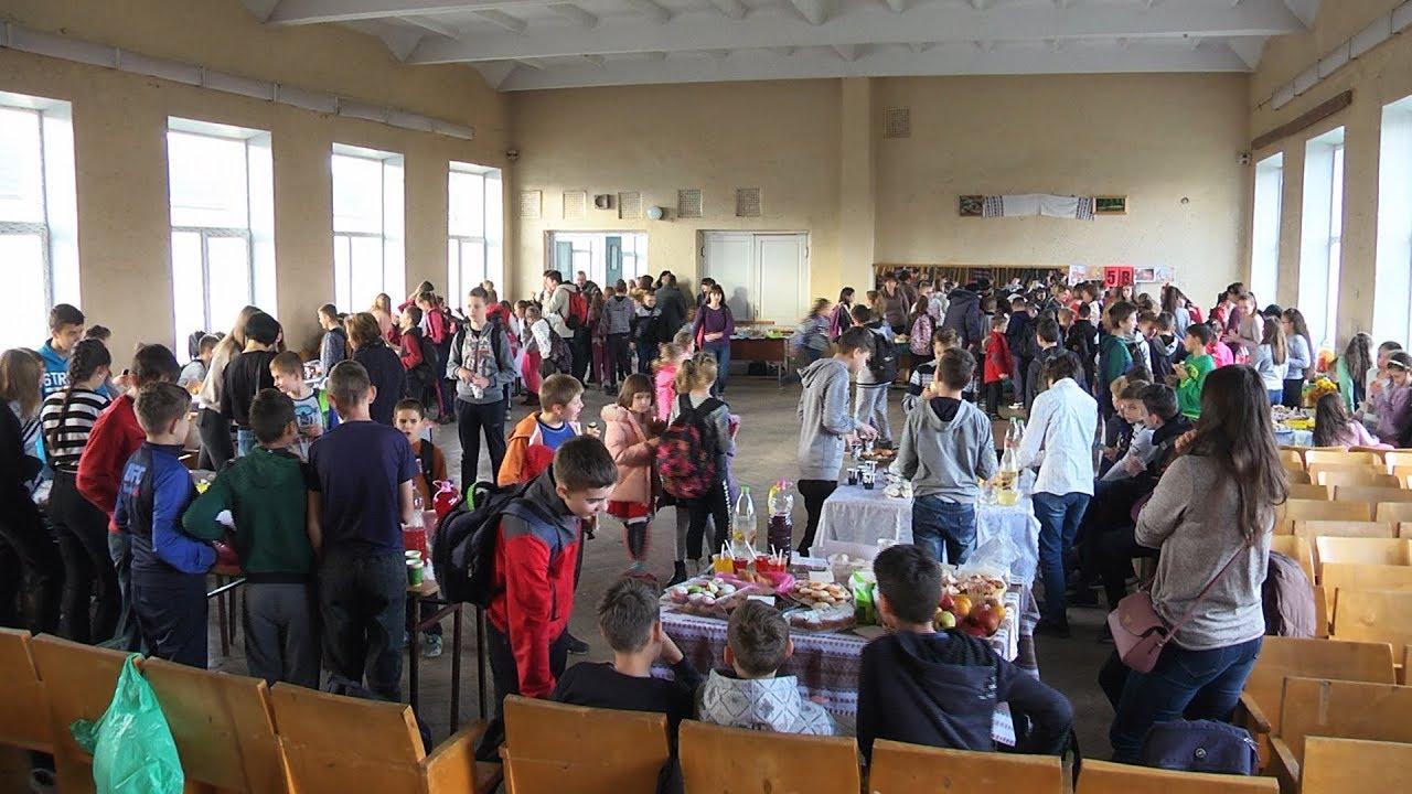 Благодійний ярмарок відбувся в одній із шкіл Коломийщини (відеосюжет)