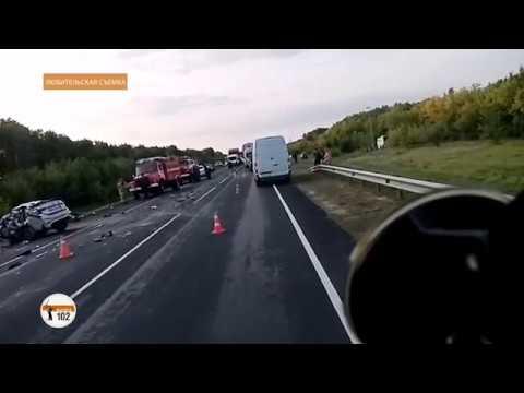 На трассе «Волгоград – Москва» при столкновении автобуса с легковушкой из Карелии погибли 3 человека