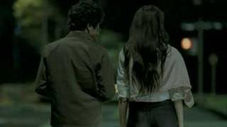 Eriko Sato - Uniqlo Wide Jeans Advertisement Don't know the name of the song. Please post comment if you do.