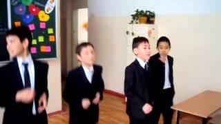 видео Девченки хора (НОВЫЕ ИМЕНА) поют частушки мальчикам