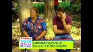 Pegadinha da Tv Record com Claudismar falando no celular