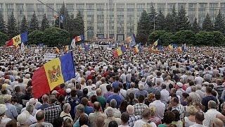 En Moldavie une foule énorme réclame la démission du président(, 2015-09-06T21:13:16.000Z)