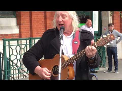 Simon Garfunkel, The Boxer (cover by Terry St Clair) - Busking in the Streets of London, UK