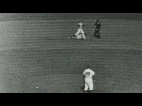 1952WS Gm6: Dodgers turn double play to end the 5th
