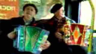 КИРОВ 7.11.12 - песни в обычном городском автобусе.3gp