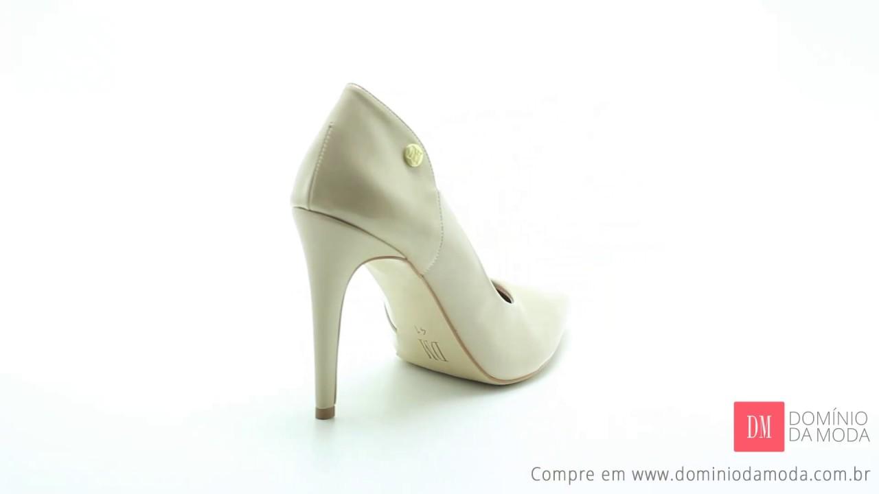 3b689a7f1 Sapato Feminino Grande  Scarpin DM Extra Verniz Bege DME179726 Numeração  Especial