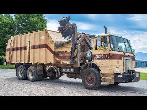 Loud Revving Volvo WX64 - Heil Formula 7000 Garbage Truck