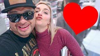 Se la liga en segundos en una tienda de maquillaje (HotSpanish Vlogs)