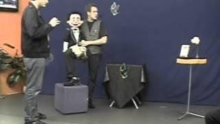 No Programa Truques e Ilusões apresentado pelo Mister Karpes, Yakko...