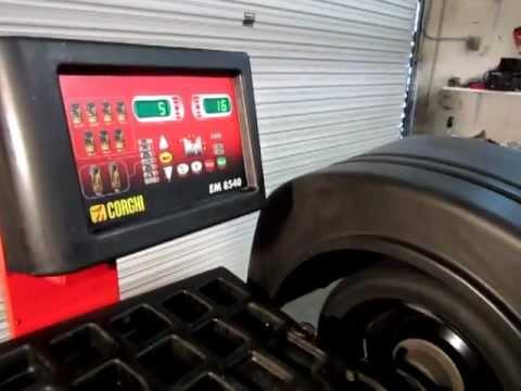 Corghi EM 8540 Wheel Balancer Demonstration