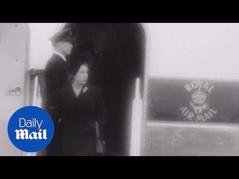 Queen Elizabeth Leaves Aircraft After Death Of Father In 1952 - Daily Mail