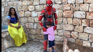 Yusuf Spiderman ile tanıştı😍Pamuk prensese bumblebee ve transformers'ını gösterdi😄