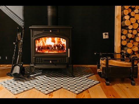 Soba pe lemne tip semineu K6, complet din fonta, in livinguri rustice sau moderne