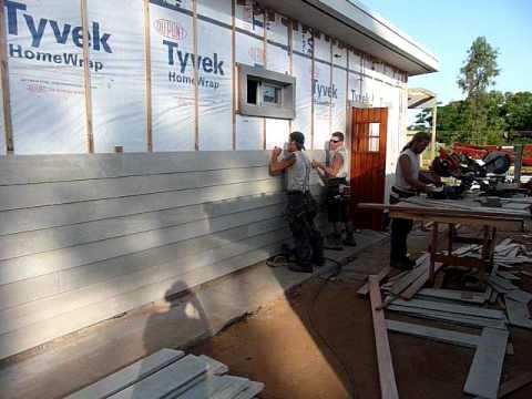 Casa de estructura de madera colocaci n de revestimiento - Casa de revestimientos ...
