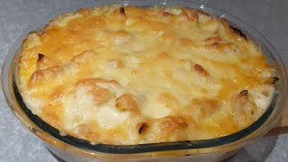 Pollo con pasta en salsa bechamel gratinado con cheddar , receta fácil .
