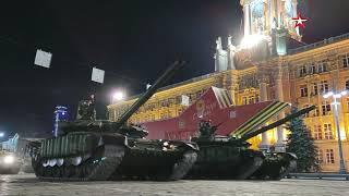 В Екатеринбурге прошла ночная тренировка парадных расчетов и техники