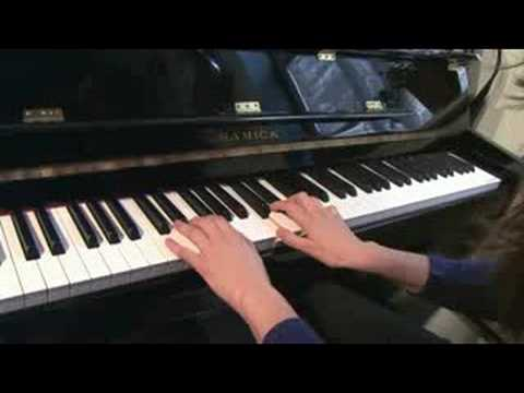 Accompanying Yourself on Piano : Piano Chord Variations