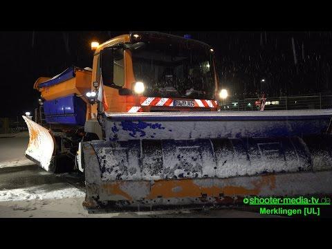 + WINTERHELDEN DER NACHT + Räumdienste versuchen die Straßen frei zu halten - [S]