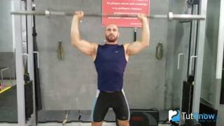 видео Армейский жим штанги стоя (жим штанги с груди стоя): какие мышцы работают, техника выполнения