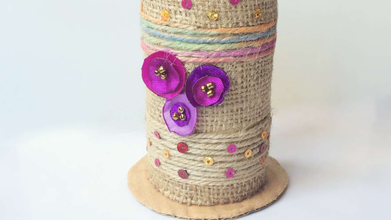 How to recycled tissue paper roll vase diy crafts for Decoration pieces from waste material