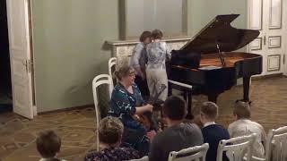 Смотреть видео Концерт учеников класса балалайки в Доме Кочневой онлайн