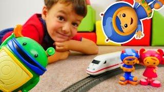 Команда Уми Зуми и радиоуправляемый поезд