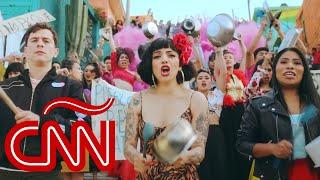 "Mon Laferte, Guaynaa y Yalitza Aparicio lideran cacerolazo en video de ""Plata Ta Tá"""