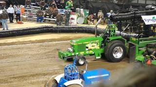2010 Championship Tractor Pull Louisville Ky. Vid7