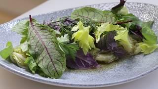 Теплый жареный салат. Китайская капуста. Азиатская кухня.