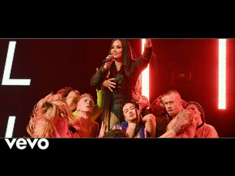 Demi Lovato - Cool For The Summer (Tell Me You Love World Tour DVD)