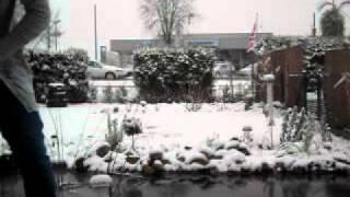 Steff und Jule tanzen im Schnee ;D
