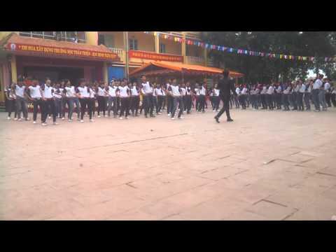 Top 4 lớp đạt giải - Dân vũ Té nước --- THPT Lục Nam 2013