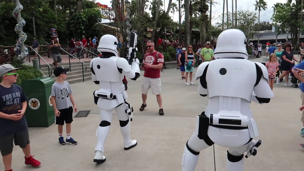 it-s-a-star-wars-christmas-update-at-disney-s-hollywood-studios