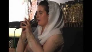 Sinden Pekok Megan Collins nyanyi Langgam Putri Gunung