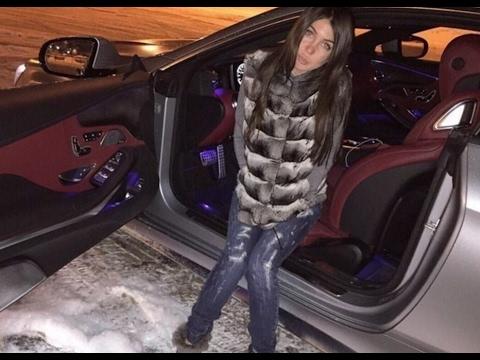 Алия Шагиева выложила в интернете фото, как она кормит