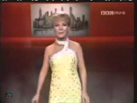 Petula Clark - Downtown (The Dean Martin Show,...