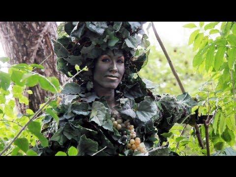 Devine The Human Grapevine - Disney's Animal Kingdom - Walt Disney World, Florida