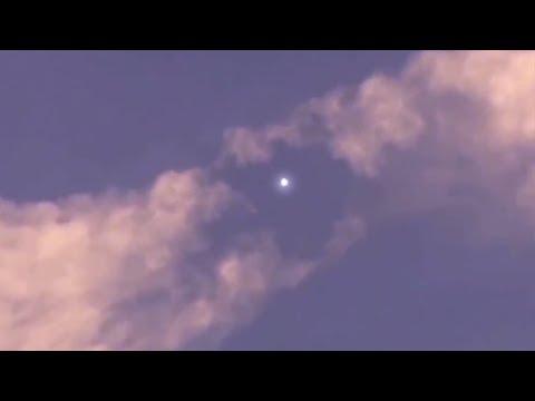 Bizarre Beobachtung im Himmel – Unbekanntes Flugobjekt sorgt für Aufregung im Internet!