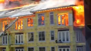 Hombre se salva de feroz incendio en Houston